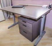 Hochwertiger Schreibtisch von IKEA mit