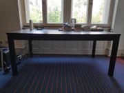 Grosser ausziehbarer Tisch