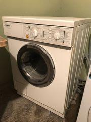 Waschmaschine mit funktionstüchtigem Wäschetrockner von