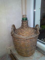 Weinflasche im Korb