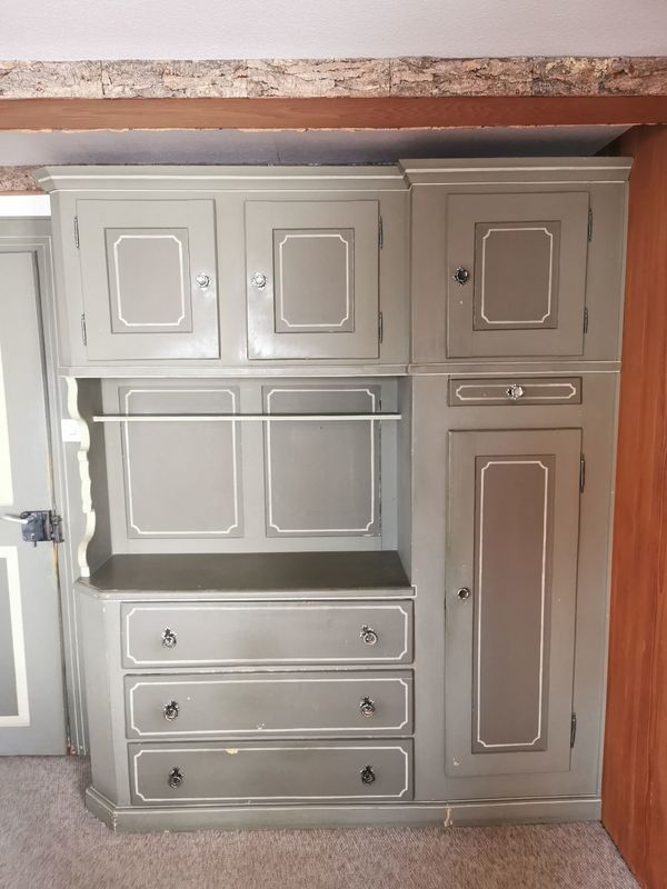 Antiker Wohnzimmerschrank
