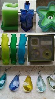 blauer und grüne Dekoartikel Vasen