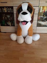 großer Plüschhund