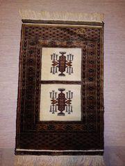 Orentalischer Teppich mit eingeknüpfter Signatur