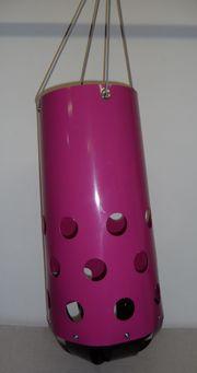 HeuToy pink aufgebaut für Pferde