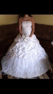 wunderschönes elegantes Hochzeitskleid