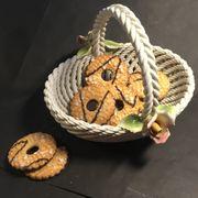 Körbchen-Schale - verziert mit kleinen Rosen