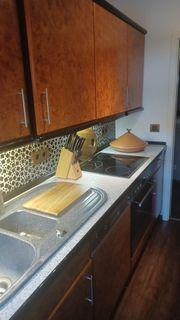 Komplette Küche mit Elektrogeräten