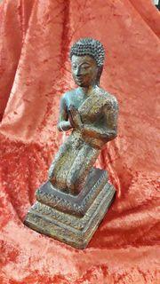 Alter grüssende Buddha aus Bronze