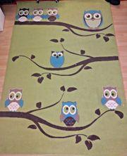 Schöner Teppich groß Eulen grün
