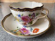 Meissen Porzellan Kaffeetasse Blumendekor Kobaltrand