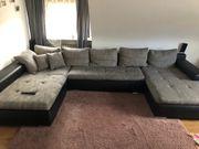 Großes Sofa mit Bettfunktion