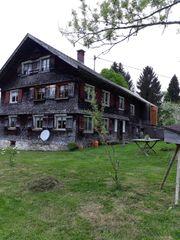 altes gemütliches Bauernhaus