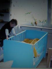 Babybett - Kinderbett hellblau mit Sprossen