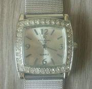 Silberne Modeschmuck-Uhr
