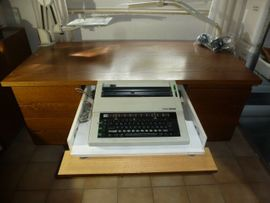 Büromöbel - Schreibtisch