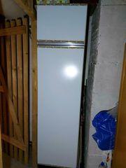 Solider Stauraum alter Küchenschrank schmal