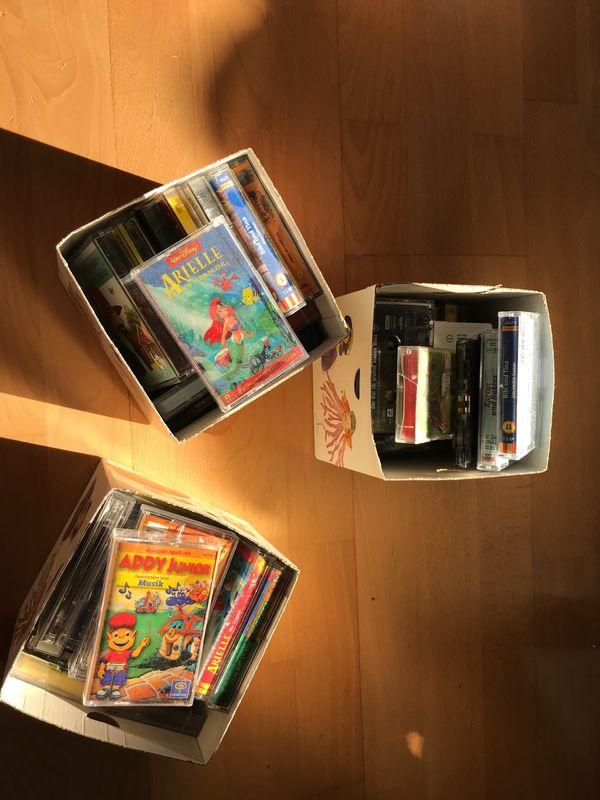 3 Kisten mit verschiedenen Kassetten