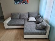 Ein gemütliches Eck-Sofa