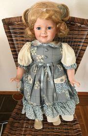 Kim Puppe mit schönem Kleid