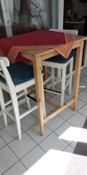 Schlafsofa und Esstisch mit Stuhl