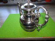 sehr schöne alte Teekanne in