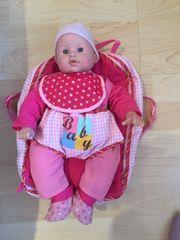 Puppe mit Zubehör und Wickelrucksack