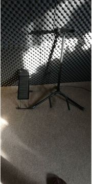 Gitarrenständer Fußbänkchen und Stimmgerät