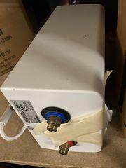 Waschbecken mit Untertischspeicher
