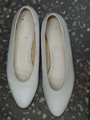 Schuhe in Weiß als Brautschuhe