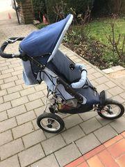 Kinderwagen mit großen Rädern und