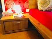 Doppelbett inkl Lattenroste Nachtkästchen und
