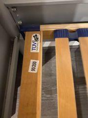 Bettgestell mit Lattenrost 90x200