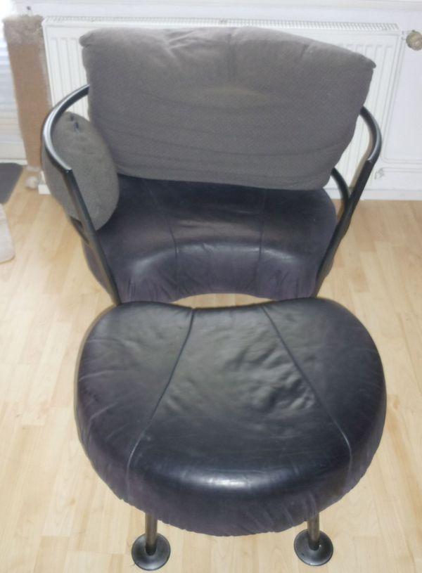 Sessel und Hocker aus Metall