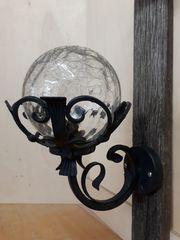 Lampe aus Schmiedeeisen und Holz