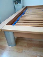 Hochwertiges Holzbett