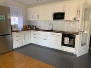 Voll ausgestattete Küche mit Elektronik -