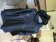 Nike-Wind Regenjacke mit Kapuze schwarz