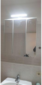 Spiegelschrank mit LED Licht 6