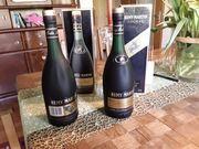 Zwei Flaschen Remy Martin