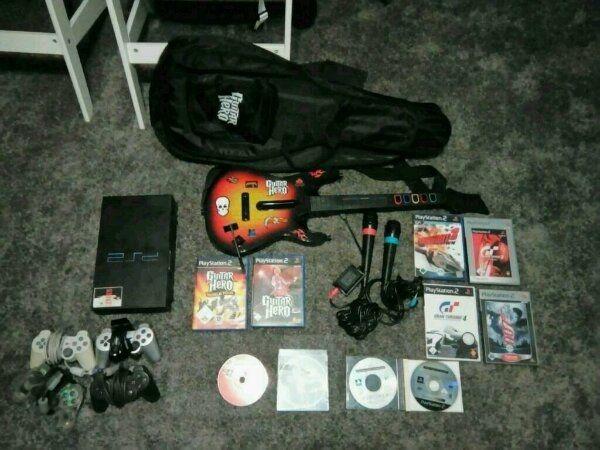 PS 2 Giutar Hero World