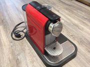 Nespresso Kaffeemaschine mit Milchschäumer von