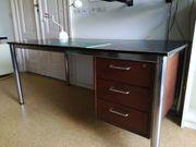 Stabiler Schreibtisch