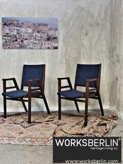 Set - Bequeme stapelbare Stühle von