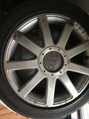 Audi-Originalalufelgen mit Sommerreifen