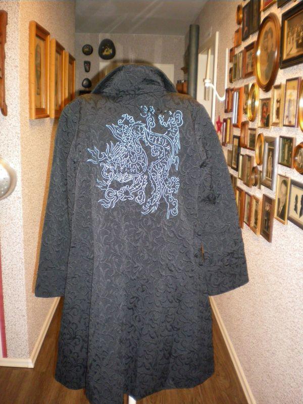 Schöner schwarzer Desigual-Mantel Größe 40