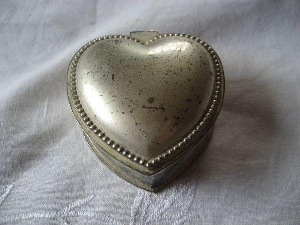 alte Schmuckdose Herzform Herz silberfarben