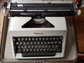 Alte mechanische Schreibmaschine Olympia Monica im Koffer RETRO 60er Jahre Sammlerstück