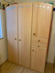 Kleiderschrank für Kinderzimmer in Buche
