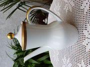 Neuwertige edle Kaffeekanne mit Goldrelief